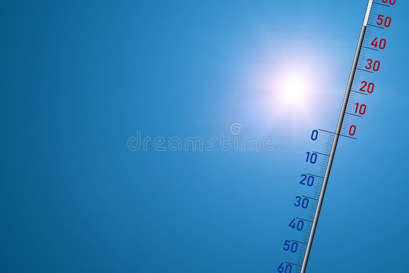 El term?metro en un fondo azul y en sol brillante muestra 49 grados de calor foto de archivo libre de regalías