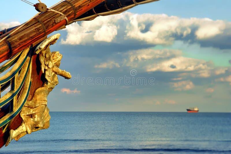 El testaferro tallado de madera encontró en la proa de la nave vieja fotografía de archivo libre de regalías