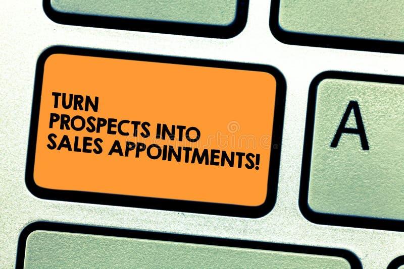 El texto de la escritura da vuelta a perspectivas en citas de las ventas Concepto que significa las ventajas que convierten en ll imagen de archivo