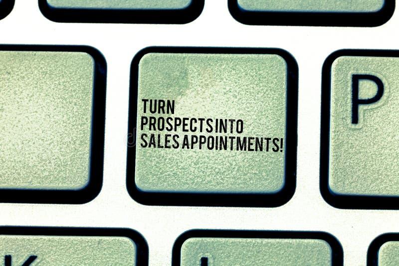 El texto de la escritura da vuelta a perspectivas en citas de las ventas Concepto que significa las ventajas que convierten en ll fotos de archivo