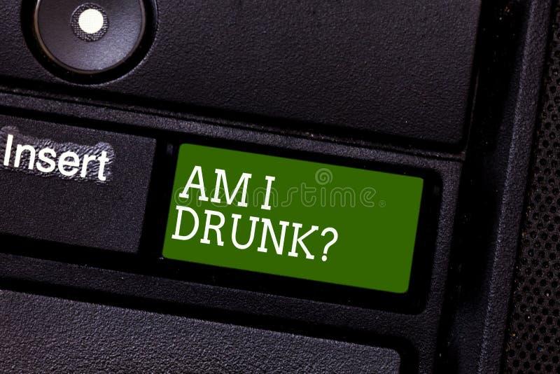 El texto de la escritura es yo bebido Significado del concepto dudoso si mis índices de alcohol son alta llave de teclado del alc imágenes de archivo libres de regalías