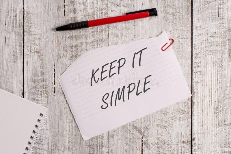 El texto de la escritura de la palabra lo mantiene simple Concepto del negocio para hacer algo fácil entender y no de la manera d foto de archivo libre de regalías