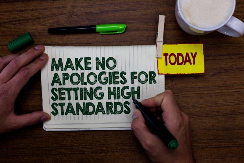 El texto de la escritura de la palabra no hace ninguna disculpa por fijar mayores niveles Concepto del negocio para el hombre de  foto de archivo