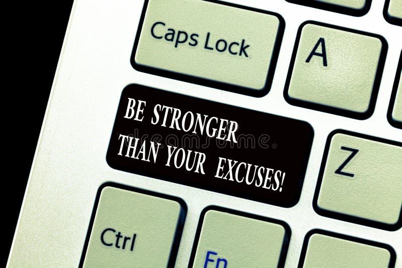 El texto de la escritura de la palabra sea más fuerte que sus excusas Concepto del negocio para que inspiración de la motivación  imagen de archivo