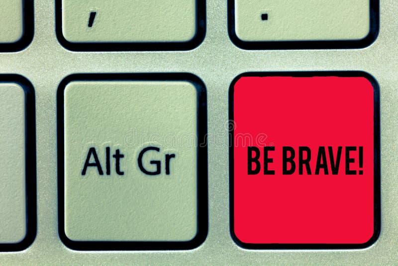 El texto de la escritura de la palabra sea valiente Concepto del negocio para que listo haga frente y aguante al peligro o al dol fotos de archivo