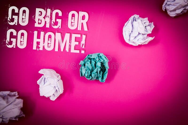 El texto de la escritura va grande o va llamada a casa de motivación Circl rosa claro del piso de la persistencia ambiciosa del i foto de archivo libre de regalías