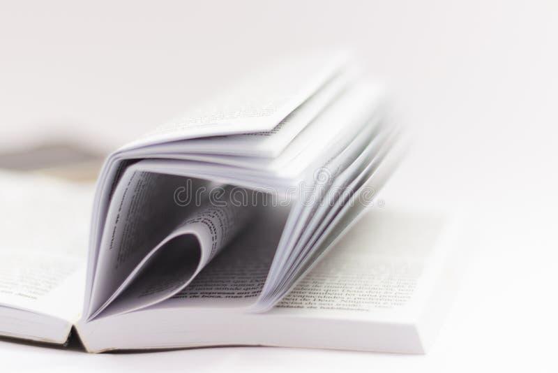 El texto del libro es de la biblia fotografía de archivo