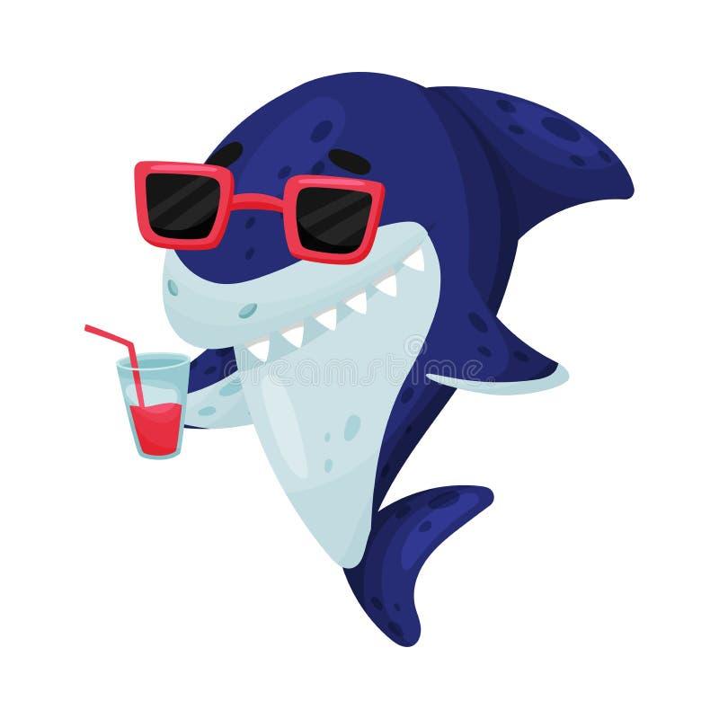 El tiburón de la historieta sostiene un vidrio con el jugo Ilustraci?n del vector en el fondo blanco libre illustration