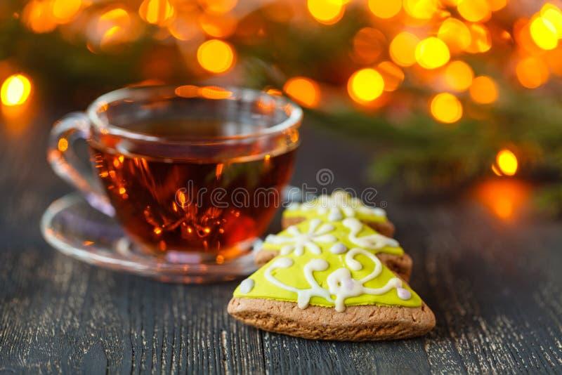 El tiempo de la Navidad se relaja y té foto de archivo libre de regalías