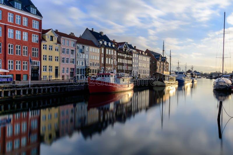 El tiro famoso del canal de Nyhan copenhaghen - Dinamarca fotos de archivo