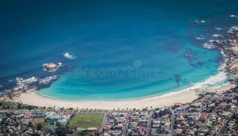 El tiro hermoso aéreo de la costa de campos aúlla, Cape Town, Suráfrica fotos de archivo