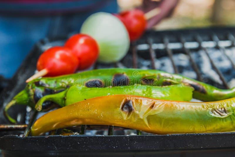 El Tomate, La Cebolla Y La Pimienta De Chile Verde Se Cocinan En La ...