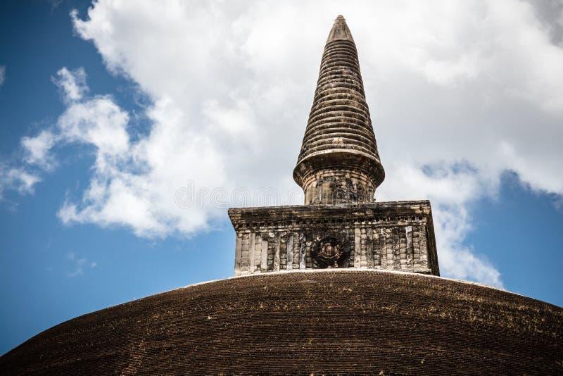 El top o el pináculo de Rankoth Vehera, un stupa situado en imagen de archivo