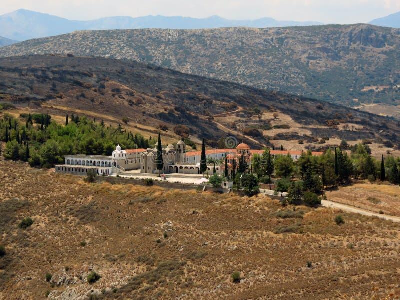 el top Sun-empapado de la colina es un monasterio hermoso fotos de archivo