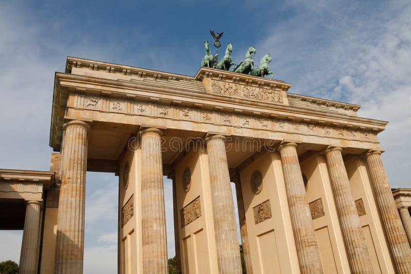 El Tor de Brandenburger (puerta de Brandenburgo) en Berlín foto de archivo