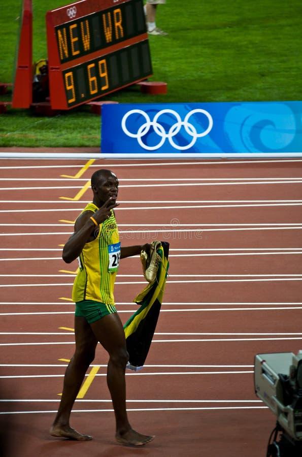El tornillo de Usain celebra el nuevo récord mundial imagenes de archivo