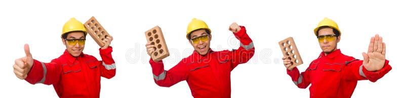 El trabajador de construcción con los ladrillos de la arcilla en blanco fotografía de archivo