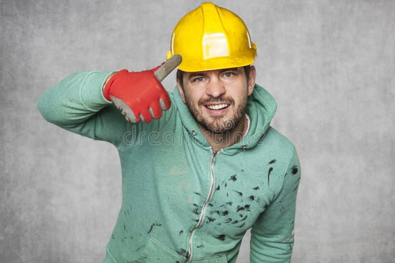 El trabajador feliz muestra los pulgares para arriba fotografía de archivo libre de regalías