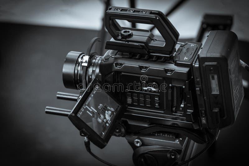 El trabajo de una cámara de vídeo en el estudio imágenes de archivo libres de regalías