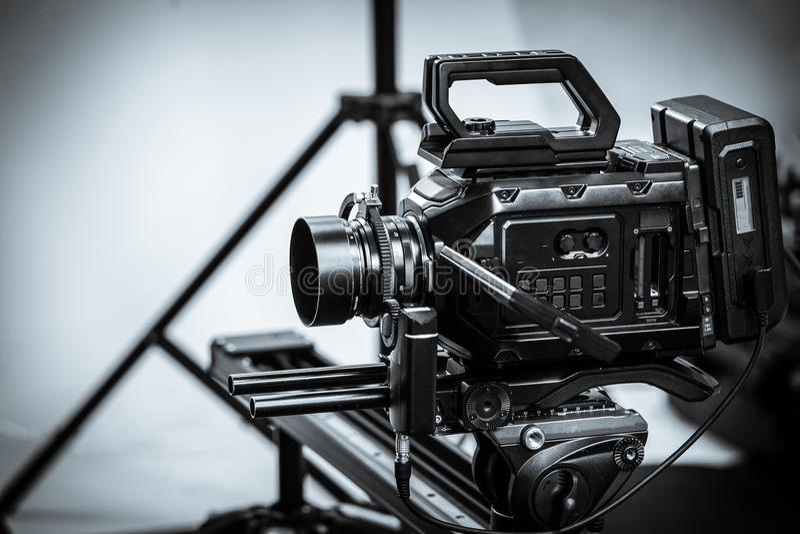 El trabajo de una cámara de vídeo en el estudio imagen de archivo