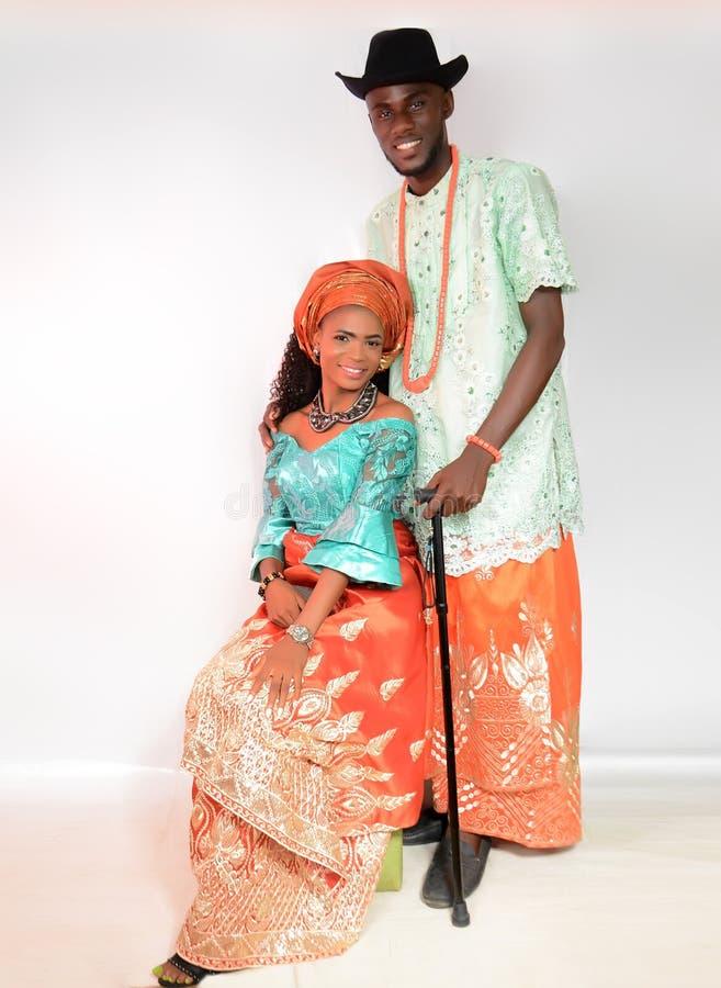 El traje tradicional del Urhobos del estado Nigeria del delta foto de archivo
