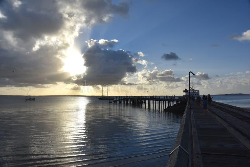 El transbordador de la bahía del martín pescador sale Fraser Island foto de archivo libre de regalías