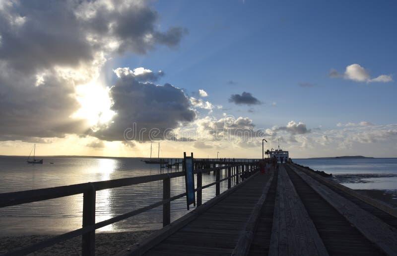 El transbordador de la bahía del martín pescador sale Fraser Island imagen de archivo
