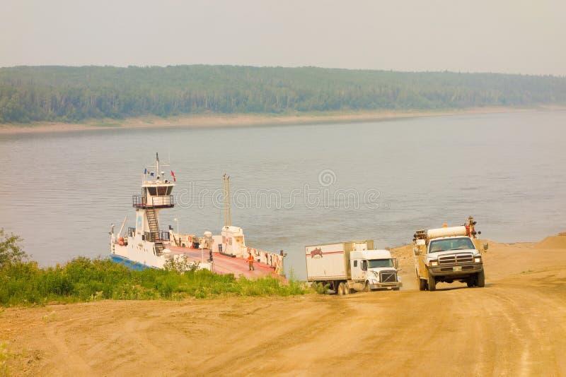 El transbordador de simpson del fuerte en los territorios del noroeste imagen de archivo libre de regalías
