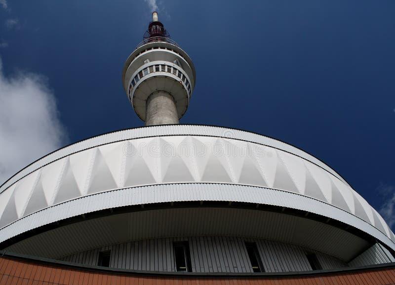 El transmisor y la torre de la visión imagen de archivo