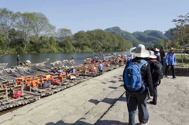 El transportar en balsa de bambú de la corriente de Jiuquxi fotografía de archivo libre de regalías