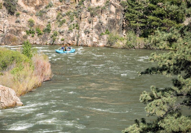 El transportar en balsa del río Truckee foto de archivo