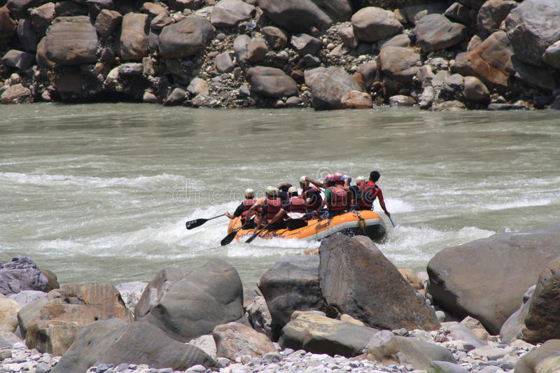El transportar en balsa en el Ganges imagen de archivo libre de regalías