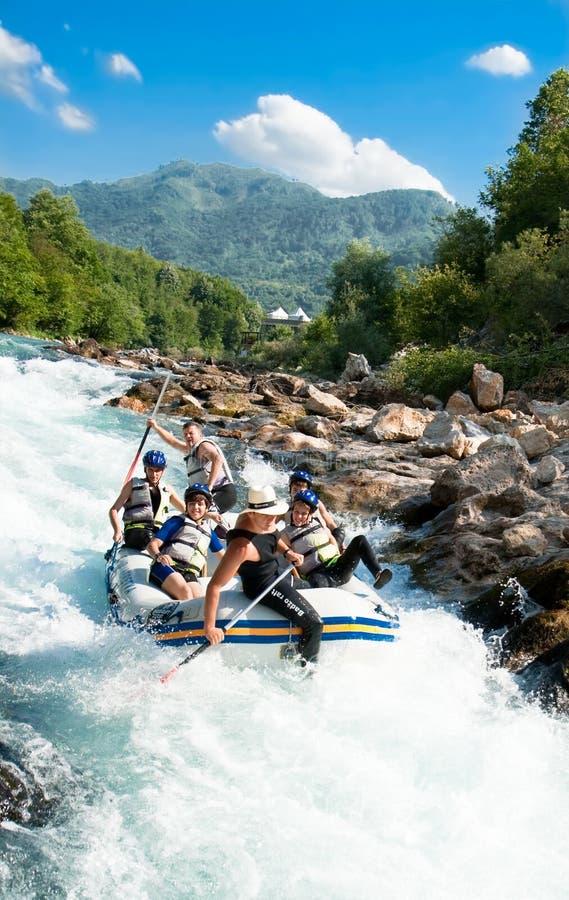 El transportar en balsa en la barranca del río Neretva fotos de archivo libres de regalías