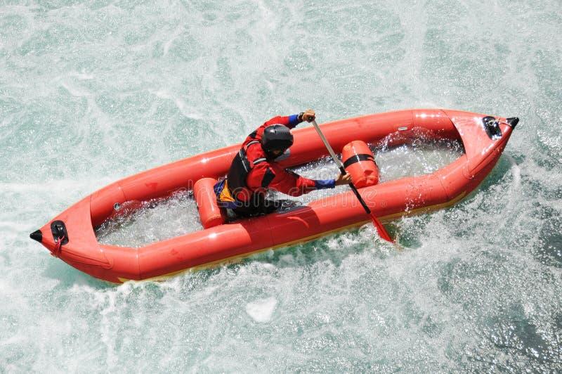 El transportar en balsa, Kayaking, extremo, deporte, agua, diversión foto de archivo libre de regalías