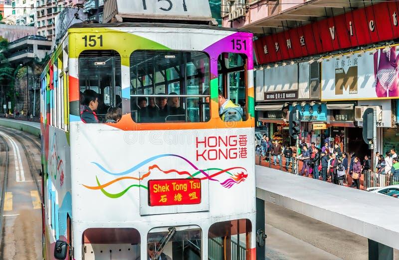 El transporte del tranvía es popular en Hong Kong Solamente la red ferroviaria de la tranvía proporciona el transporte a lo largo fotos de archivo libres de regalías