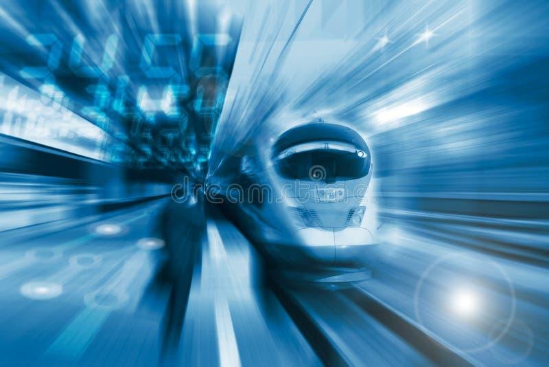 El tren de alta velocidad con la falta de definición de movimiento fotografía de archivo libre de regalías