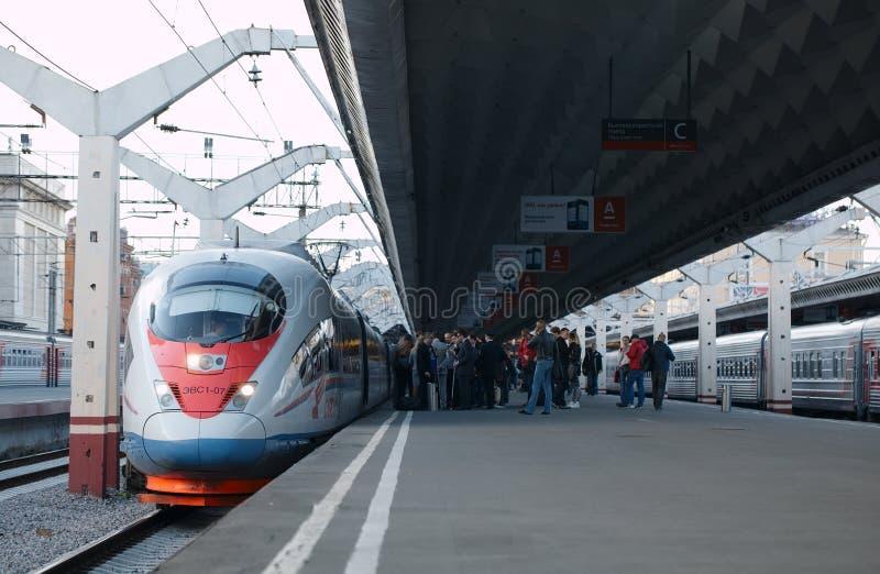 El tren de alta velocidad Sapsan sale del ferrocarril fotos de archivo libres de regalías