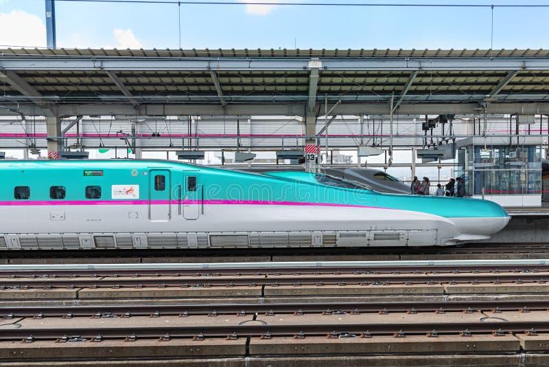 El tren (de alta velocidad) verde de la bala de la serie E5 imagen de archivo libre de regalías