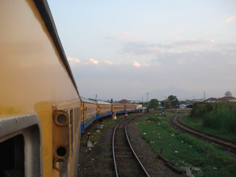 El tren de Blora Jaya Ekspres foto de archivo