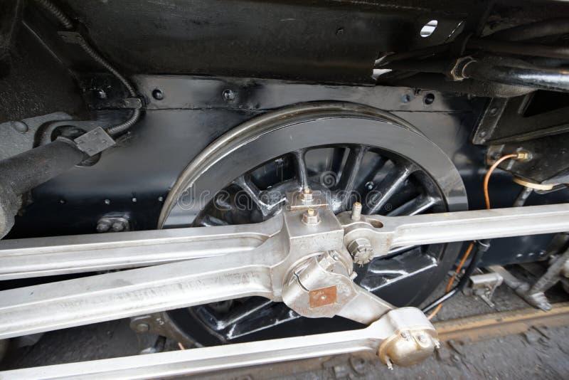 El tren de Jacobite rueda adentro el fuerte William Station - Escocia foto de archivo