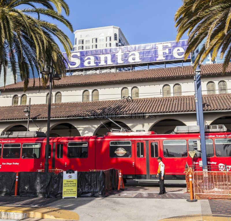 El tren diesel llega la unión foto de archivo libre de regalías