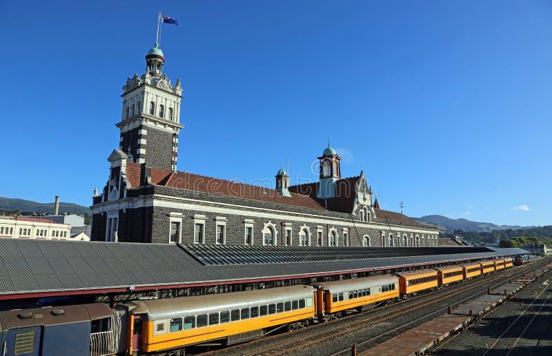 El tren en la estación de tren imagen de archivo