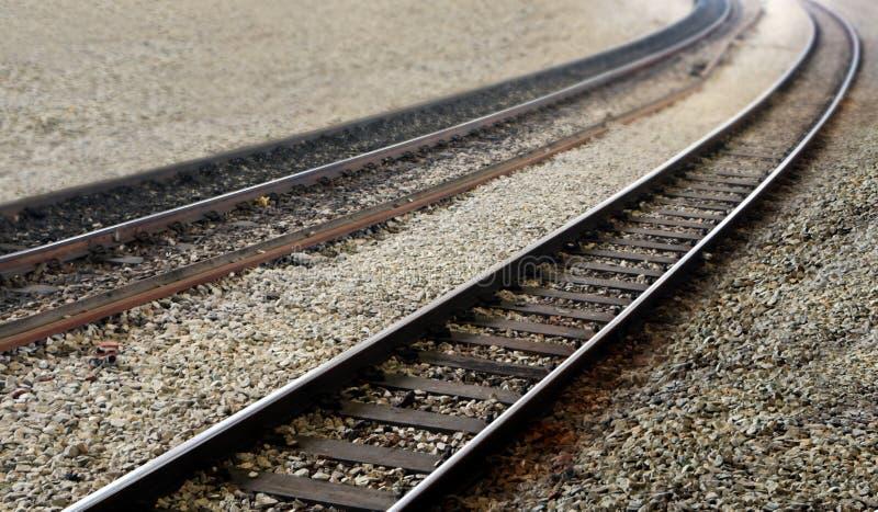 El tren ferroviario sigue la opinión de perspectiva imágenes de archivo libres de regalías