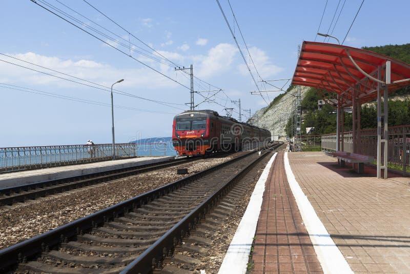 El tren inminente Tuapse - Adler imagen de archivo