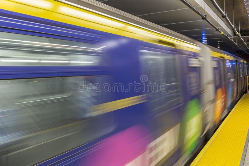 El tren llega la 86.a calle foto de archivo libre de regalías
