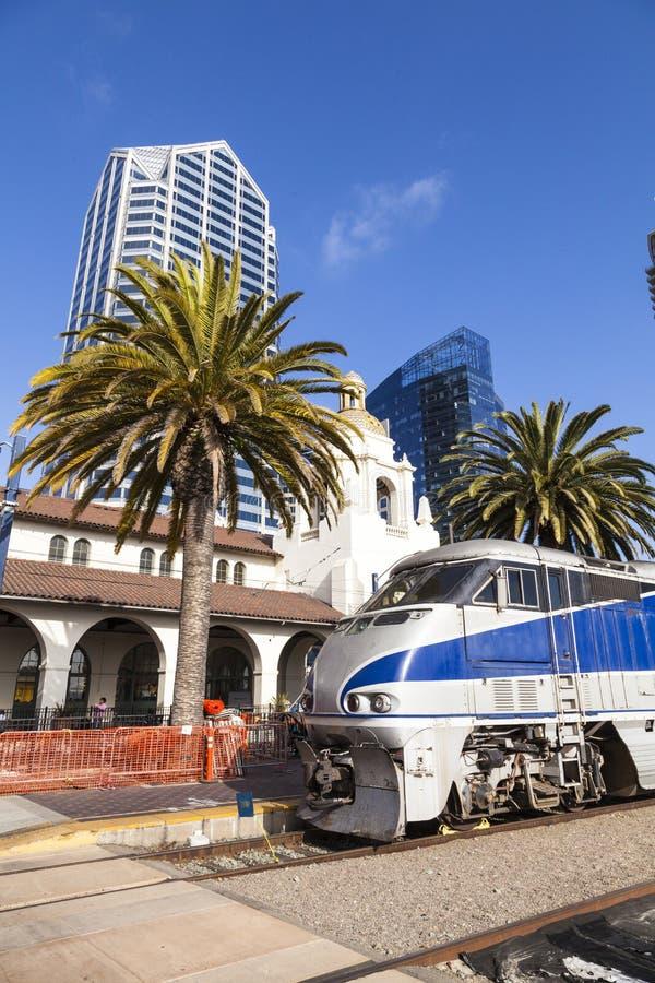 El tren llega la estación de la unión en San Diego fotografía de archivo libre de regalías