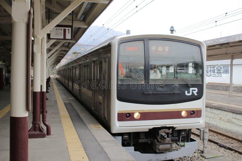 el tren llega la estación de tren de Nikko imágenes de archivo libres de regalías