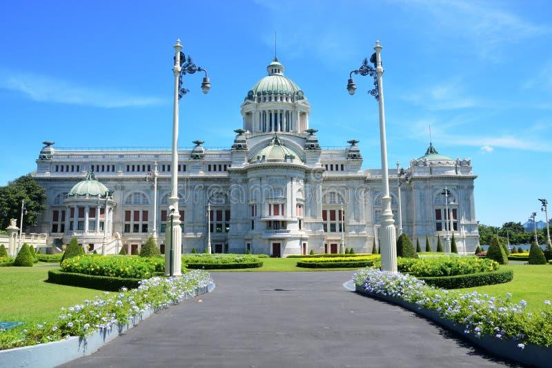 El trono Pasillo de Ananta Samakhom es un pasillo real de la recepción dentro del palacio de Dusit en Bangkok, Tailandia foto de archivo