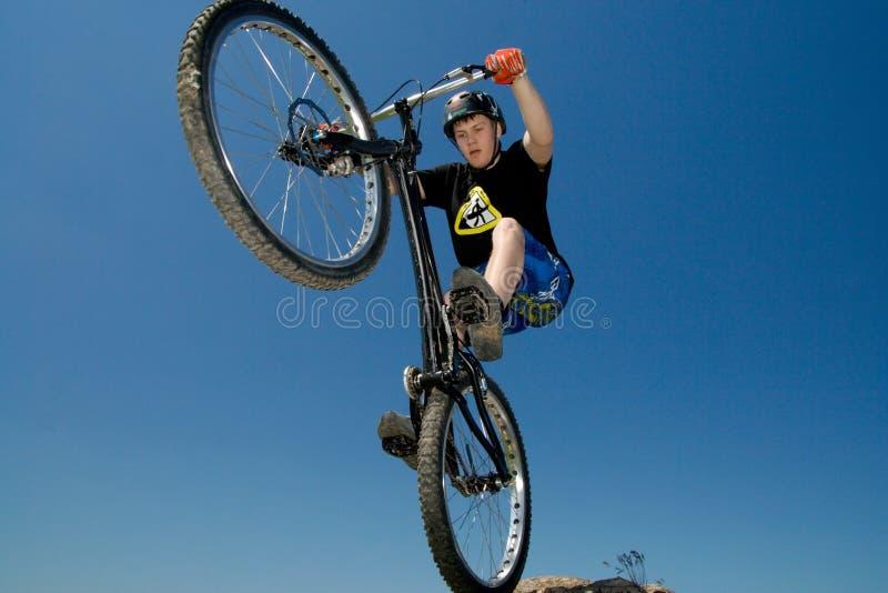 El truco extremo de la bici fotos de archivo