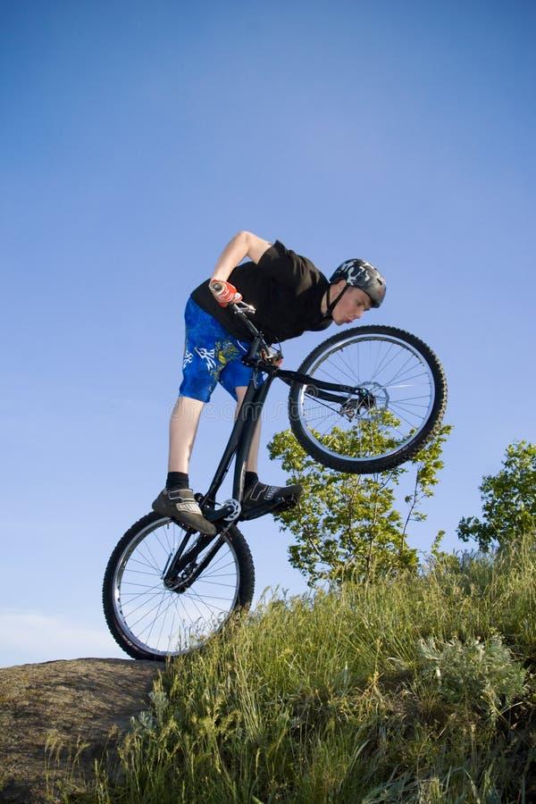 El truco extremo de la bici fotografía de archivo